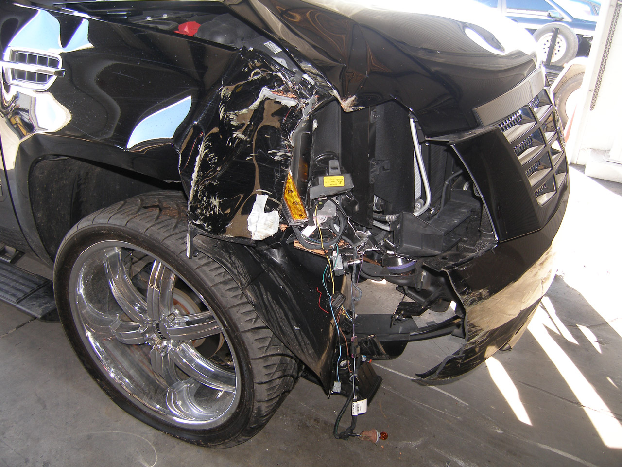 Tiger Woods Crashed Gm Muscle Cars News And Pictures